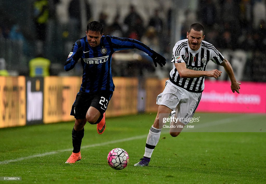 Eder of FC Internazionale and Leonardo Bonucci of Juventus (R) compete for the ball during the Serie A match between Juventus FC and FC Internazionale Milano at Juventus Arena on February 28, 2016 in Turin, Italy.