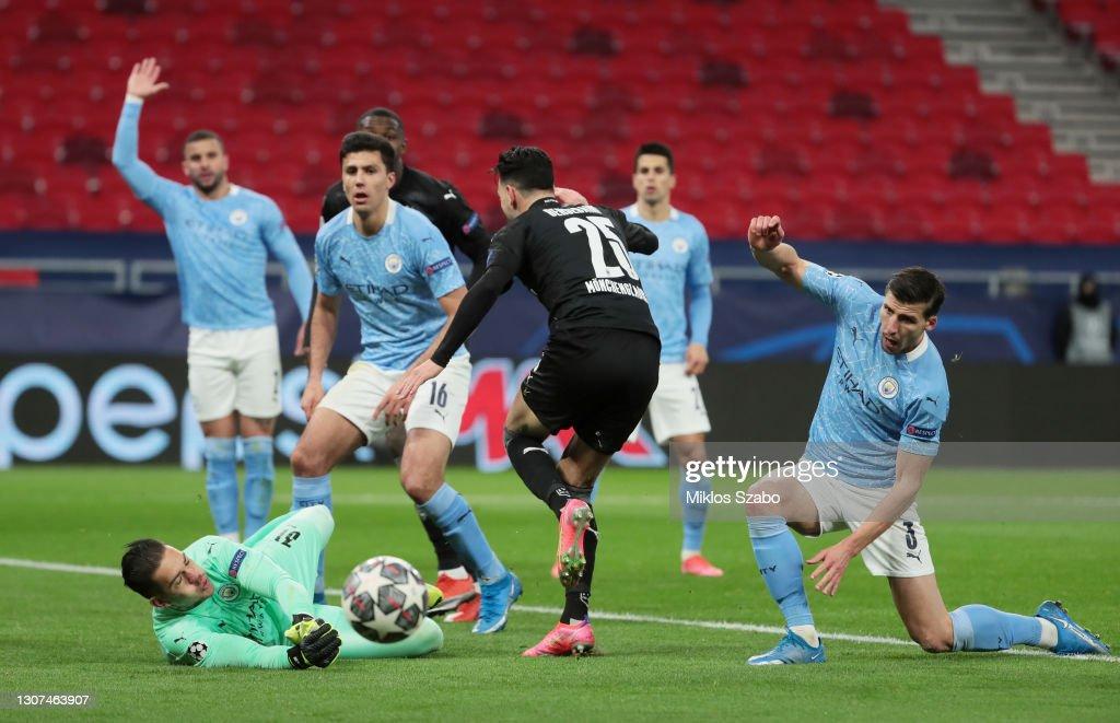 Manchester City v Borussia Moenchengladbach - UEFA Champions League Round Of 16 Leg Two : News Photo