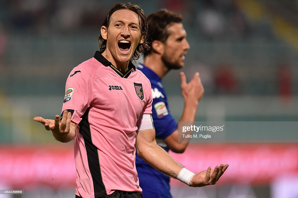 Edgar Barreto of Palermo incites supporters during the Serie A match between US Citta di Palermo and UC Sampdoria at Stadio Renzo Barbera on August 31, 2014 in Palermo, Italy.