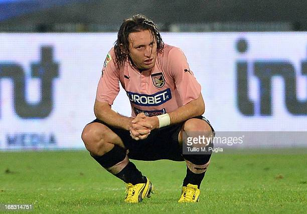 Edgar Barreto of Palermo shows his dejection after losing the Serie A match between US Citta di Palermo and Udinese Calcio at Stadio Renzo Barbera on...