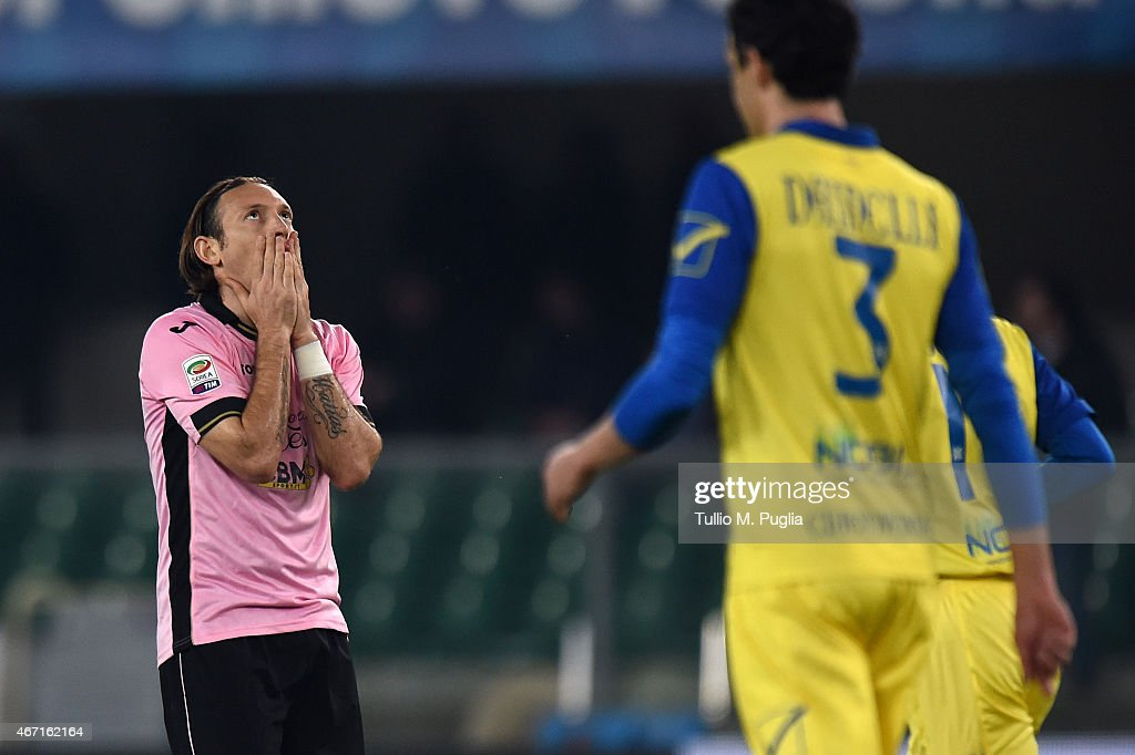 Edgar Barreto (L) of Palermo shows his dejection during the Serie A match between AC Chievo Verona and US Citta di Palermo at Stadio Marc'Antonio Bentegodi on March 21, 2015 in Verona, Italy.
