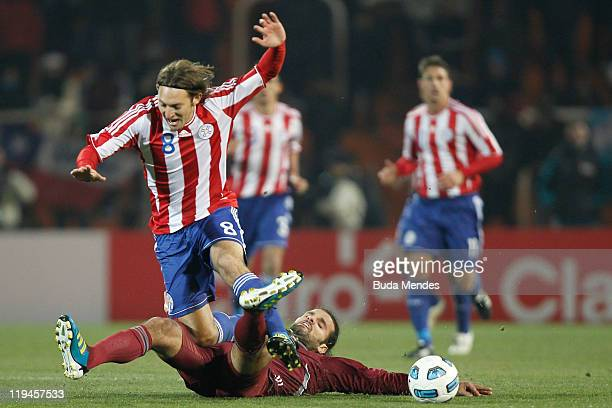 Edgar Barreto of Paraguay struggles for the ball with Oswaldo Vizcarrondo of Venezuela during a match as part of Copa America 2011 Semifinal at...