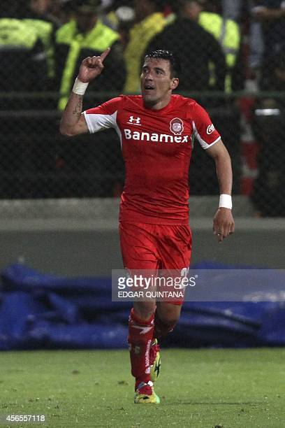 Edgar Benitez of Toluca celebrates his goal against Guadalajara during their Mexican Apertura tournament football match ath the Nemesio Diez stadium...