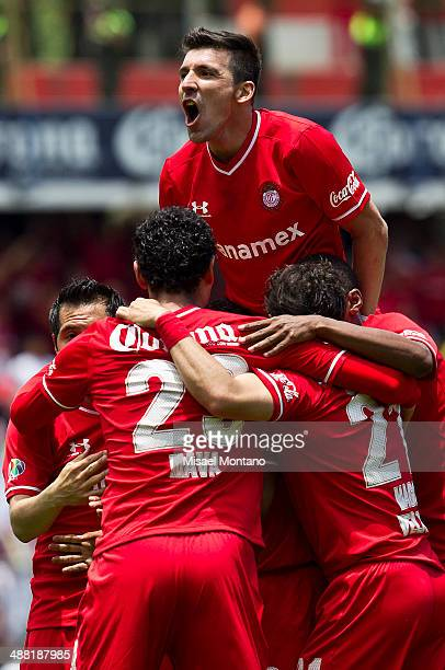 Edgar Benitez of Toluca celebrates woth his teammates after scoring the third goal against Xolos de Tijuana during the Quarterfinal second leg match...