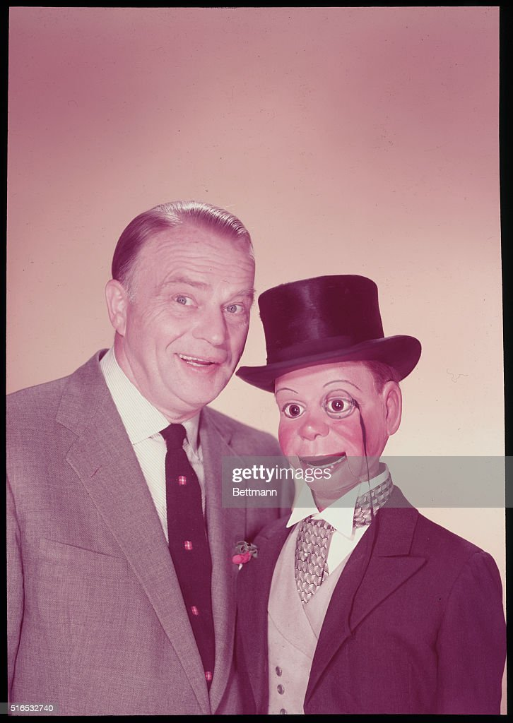 Edgar Bergen with His Puppet : News Photo