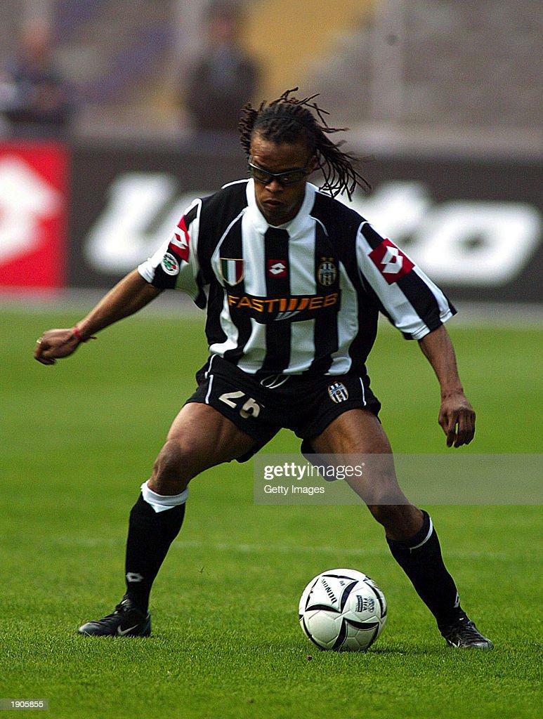 Edgar Davids of Juventus in action  : News Photo