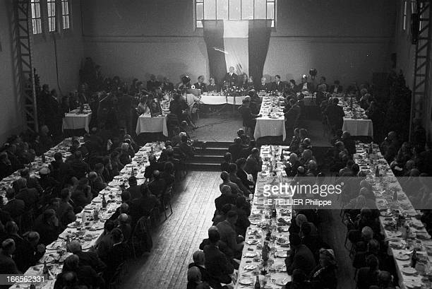 Edgar Faure ParisPériode 19551956 Lors d'une réception organisée par Edgar FAURE Ministre s'exprimant debout au micro plan général en plongée de la...
