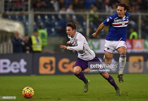 Edgar Osvaldo Barreto of UC Sampdoria competes with Federico Bernardeschi of ACF Fiorentina during the Serie A match between UC Sampdoria and ACF...