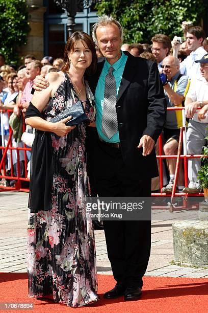 Edgar Selge Und Ehefrau Franziska Walser Bei Der Ankunft Zur Eröffnung Der 99 Bayreuther Festspiele In Bayreuth Mit Der Aufführung Von Lohengrin Am...