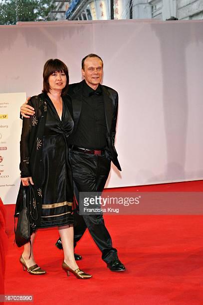Edgar Selge Und Ehefrau Franziska Walser Bei Der Verleihung Des Henri Nannen Preis Im Schauspielhaus In Hamburg Am 110507