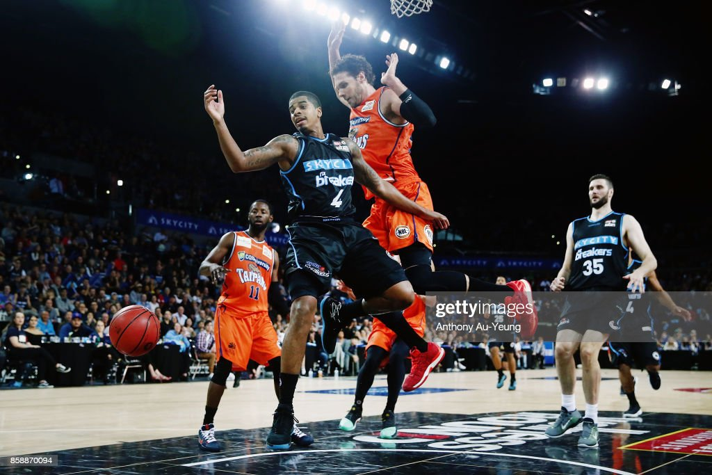 Edgar Sosa of the Breakers loses the ball as he goes up against Alex Loughton of the Taipans during the round one NBL match between the New Zealand Breakers and the Cairns Taipans at Spark Arena on October 8, 2017 in Auckland, New Zealand.