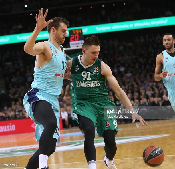 Edgaras Ulanovas #92 of Zalgiris Kaunas competes with Victor Claver #30 of FC Barcelona Lassa in action during the 2017/2018 Turkish Airlines...
