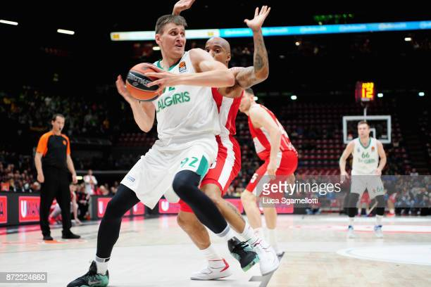 Edgaras Ulanovas #92 of Zalgiris Kaunas in action during the 2017/2018 Turkish Airlines EuroLeague Regular Season Round 6 game between AX Armani...