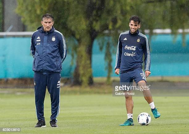 Edgardo Bauza coach of Argentina and Emmanuel Mas of Argentina talk during a training session at Argentine Football Association 'Julio Humberto...