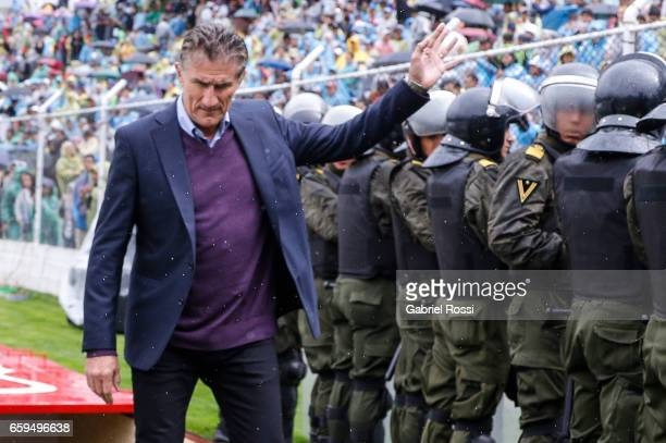 Edgardo Bauza coach of Argentina gestures before a match between Bolivia and Argentina as part of FIFA 2018 World Cup Qualifiers at Hernando Siles...