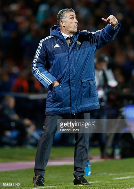 Edgardo Bauza coach of Argentina gives instructions to his players during a match between Argentina and Uruguay as part of FIFA 2018 World Cup...