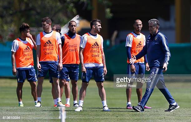 Edgardo Bauza coach of Argentina gives instructrions tu his players during a training session at Argentine Football Association 'Julio Humberto...
