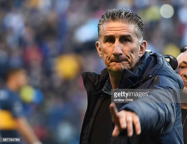 Edgardo Bauza coach of San Lorenzo gives instructions to his players during a match between Boca Juniors and San Lorenzo as part of 23rd round of...