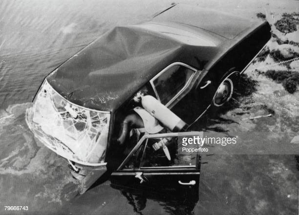 Edgartown Massachusetts USA 19th July Frogmen dive into the water as they try to raise the car belonging to Senator Edward Kennedy in which he was...