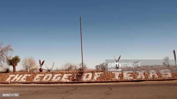 edge of texas designating state line and landmark restaurant - us state border stock photos and pictures