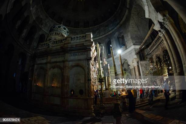edicule of the tomb of jesus in the church of the holy sepulchre - stations of the cross stock pictures, royalty-free photos & images