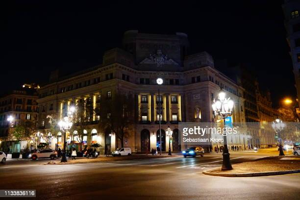 edificio caixa catalunya building at night, barcelona, spain - 1930 1939 stock-fotos und bilder