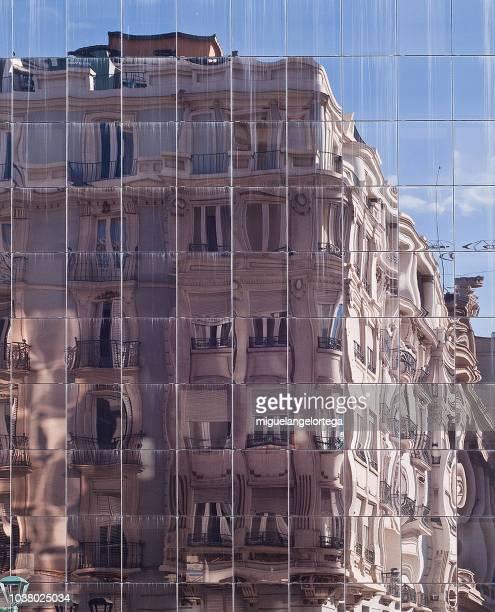 Edificio reflejado