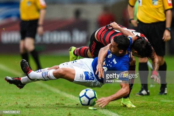 Edilson of Cruzeiro and Lucas Paqueta of Flamengo battle for the ball during a match between Cruzeiro and Flamengo as part of Brasileirao Series A...
