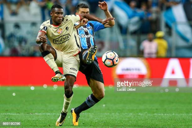 Edilson of Gremio battles for the ball against Marcos Caicedo of Barcelona de Guayaquil during Gremio v Barcelona de Guayaquil match part of Copa...