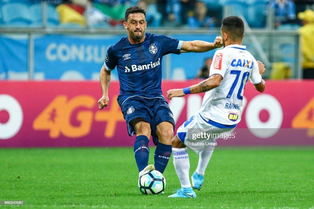 Edilson of Gremio battles for the ball against Rafinha of Cruzeiro during the match Gremio v Cruzeiro as part of Brasileirao Series A 2017, at Arena do Gremio on October 11, 2017, in Porto Alegre, Brazil.