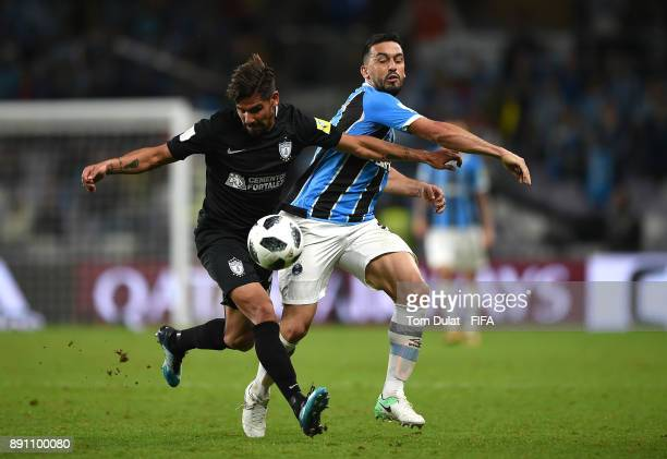 Edilson of Gremio FBPA and Franco Jara of CF Pachuca battle for the ball during the FIFA Club World Cup UAE 2017 match between Gremio FBPA and CF...