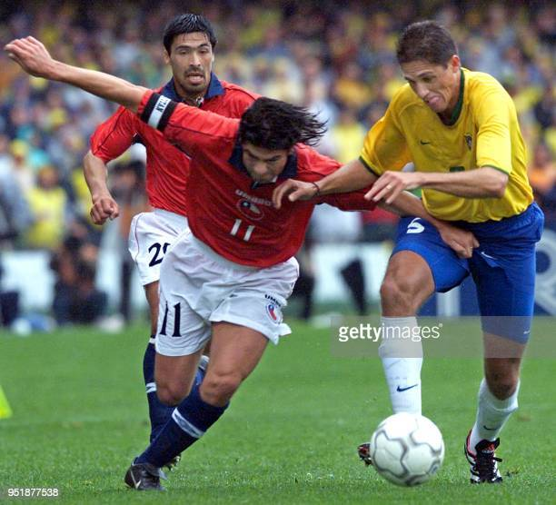 Edilson of the brasilian soccer team fights for the ball against Marcelo Salas of the Chilean team 07 October 2001in the Couto Pereira in Curitiba in...