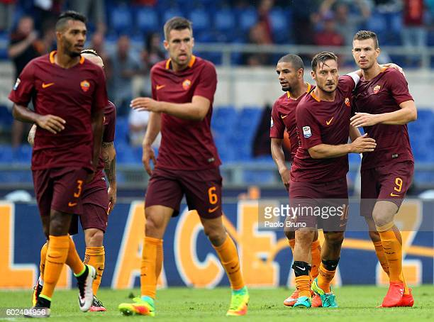 Edin Dzeko and Francesco Totti of AS Roma celebrates after scoring the team's second goal during the Serie A match between AS Roma and UC Sampdoria...