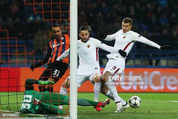 Edin Dzeko of AS and Kostas Manolas of AS Roma contest for the ball against Andriy Pyatov of Shakhtar Donetsk and during the UEFA Champions League...