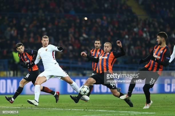 Edin Dzeko of AS contests for the ball against Yaroslav Rakitskiy of Shakhtar Donetsk during the UEFA Champions League Round of 16 First Leg match...