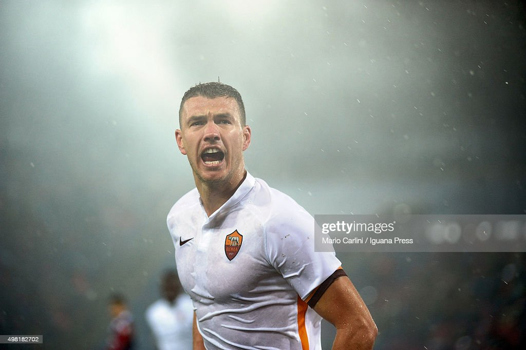Edin Dzeko # 9 of AS Roma celebrates after scoring his team's second goal during the Serie A match between Bologna FC and AS Roma at Stadio Renato Dall'Ara on November 21, 2015 in Bologna, Italy.