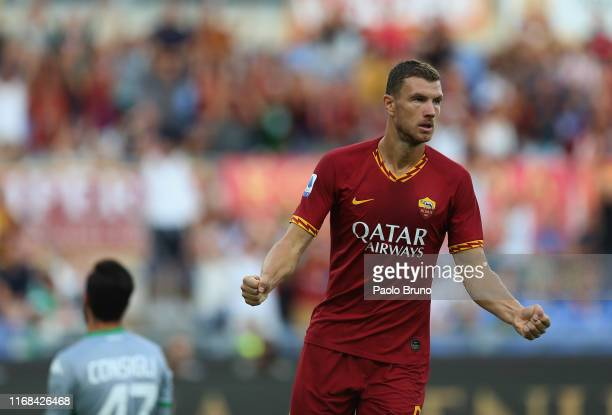 Edin Dzeko of AS Roma celebrates after scoring the team's second goal during the Serie A match between AS Roma and US Sassuolo at Stadio Olimpico on...