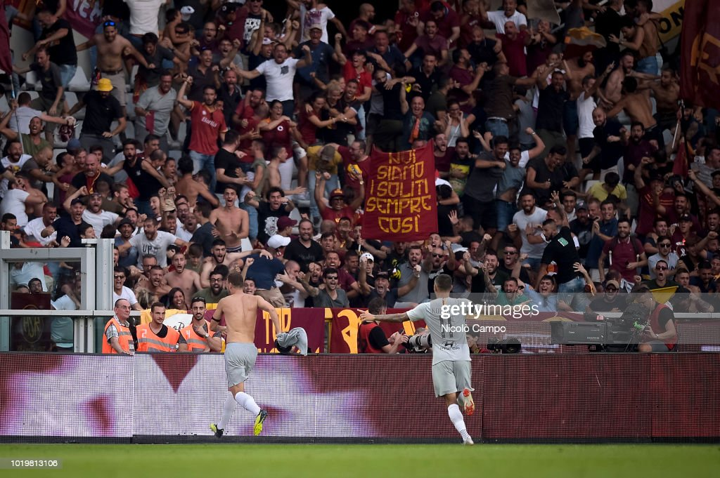 Edin Dzeko (L) of AS Roma celebrates after scoring winning...
