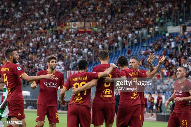 Edin Dzeko of As Roma celebrates with his team after scoring a goal during the Serie A match between AS Roma and Sassuolo at Olimpico Stadium