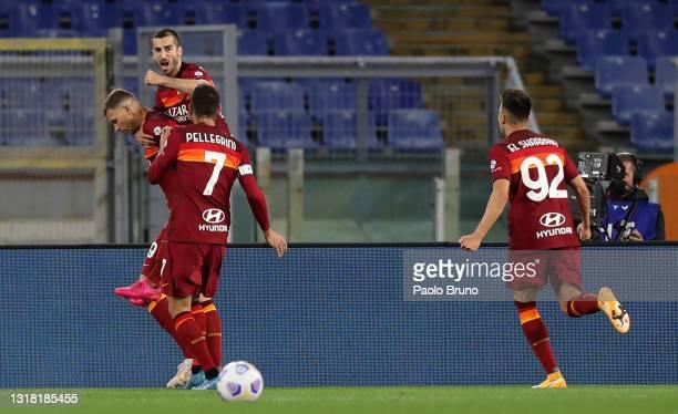 Edin Dzeko of A.S Roma celebrates with team mates Lorenzo Pellegrini, Stephan El Shaarawy and Henrikh Mkhitaryan after scoring their side's first...