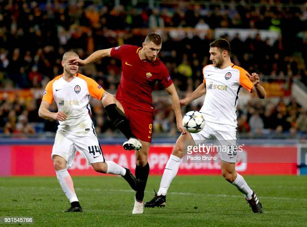 Edin Dzeko of AS Roma competes for the ball with Ivan Ordets of Shakhtar Donetsk during the UEFA Champions League Round of 16 Second Leg match...