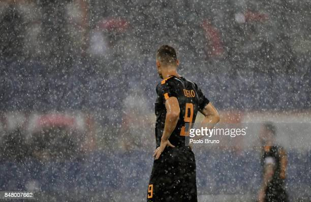 Edin Dzeko of AS Roma from shouldres during the Serie A match between AS Roma and Hellas Verona FC at Stadio Olimpico on September 16 2017 in Rome...