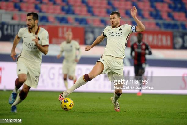 Edin Dzeko of AS Roma in action during the Serie A match between Bologna FC and AS Roma at Stadio Renato Dall'Ara on December 13, 2020 in Bologna,...