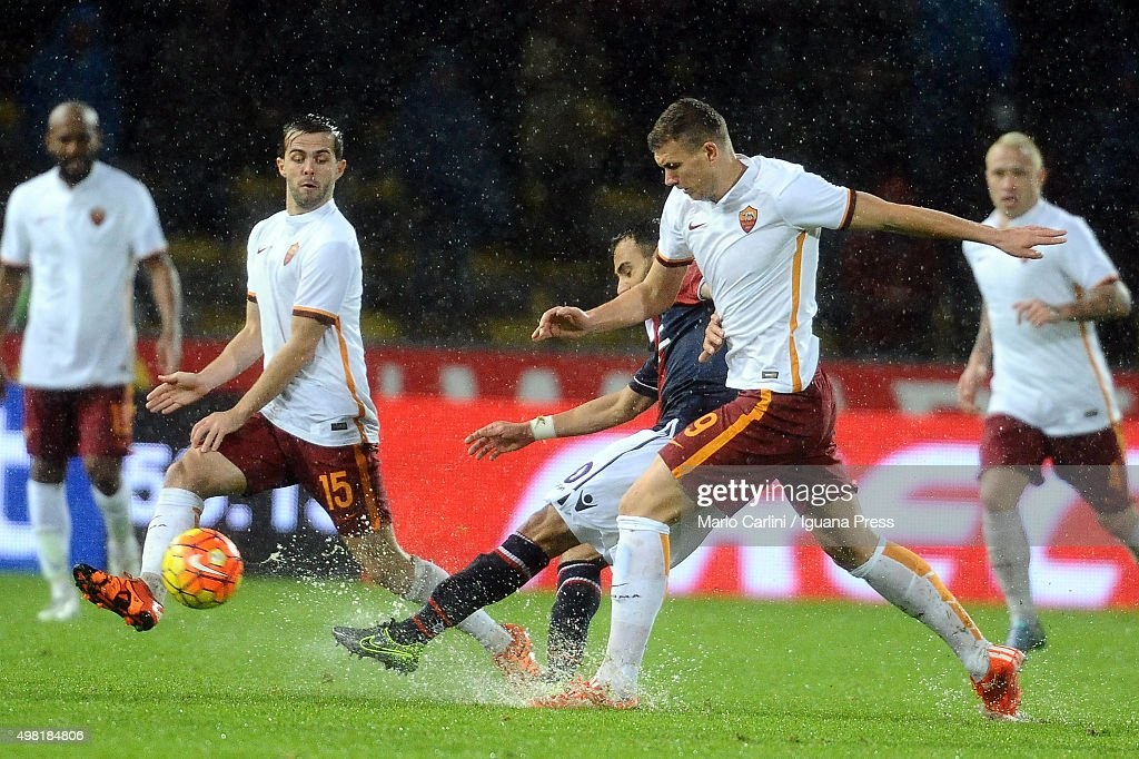 Edin Dzeko # 9 of AS Roma in action during the Serie A match between Bologna FC and AS Roma at Stadio Renato Dall'Ara on November 21, 2015 in Bologna, Italy.