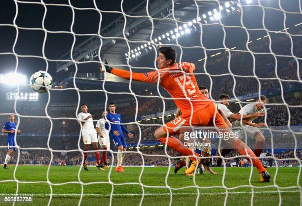 Edin Dzeko of AS Roma scores his second and Roma's 3rd goal past Thibaut Courtois of Chelsea during the UEFA Champions League group C match between...