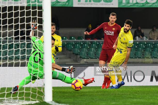 Edin Dzeko of AS Roma scores his team's second goal during the Serie A match between Chievo Verona and AS Roma at Stadio Marc'Antonio Bentegodi on...