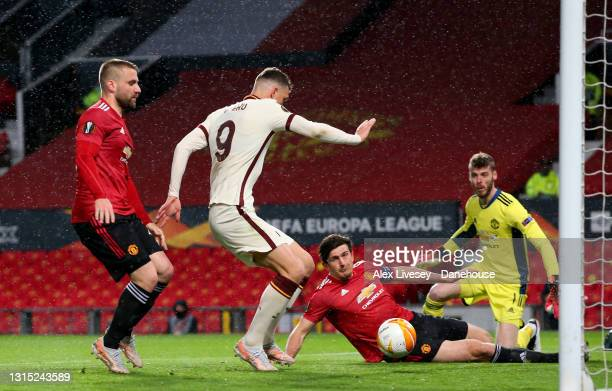 Edin Dzeko of AS Roma scores his teams second goal during the UEFA Europa League Semi-final First Leg match between Manchester United and AS Roma at...