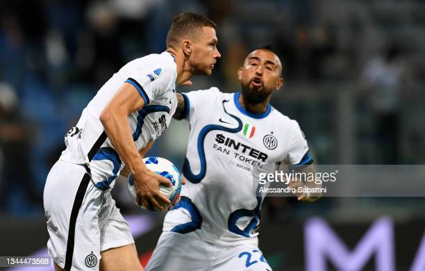 Edin Dzeko of FC Internazionale celebrates after scoring their team's first goal during the Serie A match between US Sassuolo v FC Internazionale at...