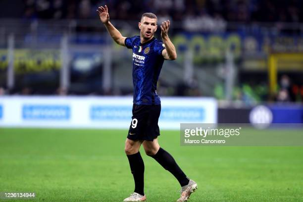 Edin Dzeko of Fc Internazionale gestures during the Serie A match between Fc Internazionale and Juventus Fc. The match ends in a tie 1-1.