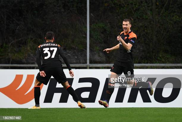 Edin Dzeko of Roma celebrates after scoring their sides first goal with Leonardo Spinazzola of Roma during the UEFA Europa League Round of 32 match...